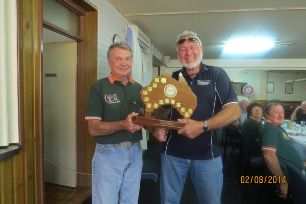 George presents Ron with TEC award