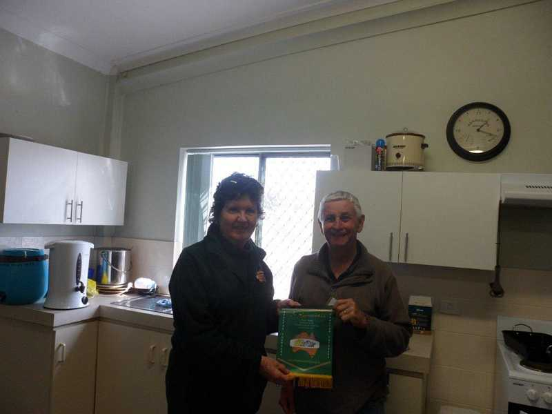 Di Turnock presenting banner to the President 'Men in Sheds' at Hopetoun.